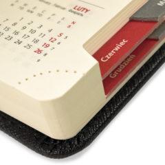 kalendarz-ksiazkowy-czarno-czerwony-wyciete-registry